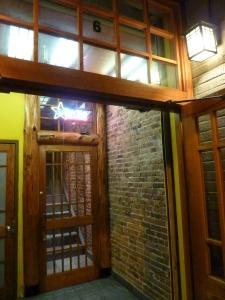 Unauffälliger Eingang von der Stuyvesant Street