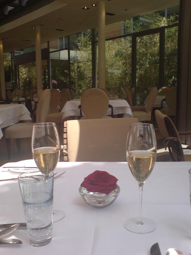 Zwei Champagner auf das Facil!