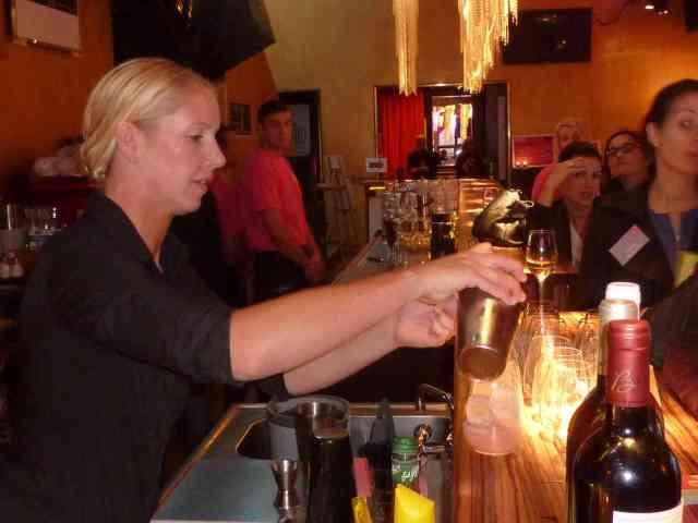 Cocktailworkshop mit Hedvig Johansson, bartenderin im Curtain Club des Ritz Carton Hotels