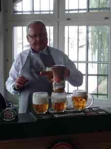 Wer möchte ein Bier?